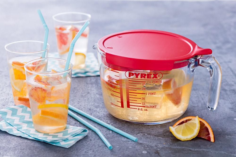 measuring-jug-cocktails