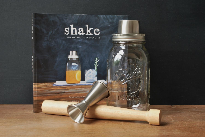 Mason-Jar-Cocktail-Shaker