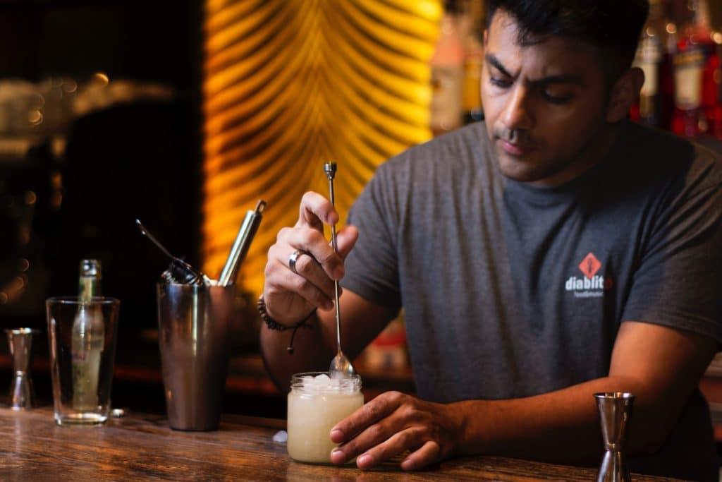 stir-a-cocktail
